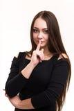 Série da emoção de menina ucraniana nova e bonita - mostra o silêncio com dedo imagens de stock