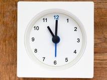 Série da sequência do tempo no pulso de disparo análogo branco simples fotografia de stock