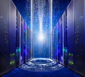 Série de centro de dados moderno da sala do servidor dos super-computadores no Cyberspace futurista Fotografia de Stock