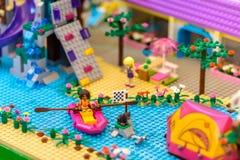 Série de Lego Friend à l'affichage de mail de Bangkok's Siam Paragon Photographie stock libre de droits