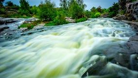 Série de rivière parmi des pierres Images libres de droits