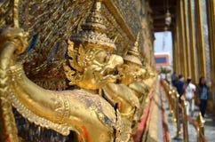 Série de statues d'or alignées Images libres de droits