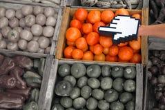 Série do comércio electrónico: rato sobre o cursor da mão fotografia de stock