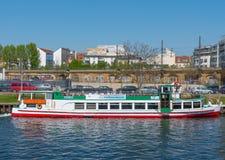 Série do rio do barco da excursão do canal fotos de stock