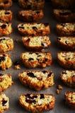 Série du biscotti fait maison, biscuits italiens traditionnels, au-dessus de papier parcheminé Image libre de droits