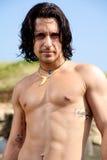 Sério modelo masculino com torso despido Imagem de Stock