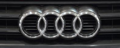 Sérvia; Belgrado; 2 de abril de 2017; O fim acima do logotipo de Audi;  Fotografia de Stock