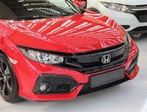 Sérvia; Belgrado; 2 de abril de 2017; parte anterior de Honda Civic vermelho; Imagens de Stock Royalty Free
