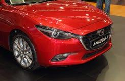 Sérvia; Belgrado; 2 de abril de 2017; parte anterior de Mazda vermelho 3;  Imagem de Stock