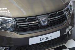 Sérvia; Belgrado; 24 de março de 2018; A parte dianteira de Dacia Logan; o 54t foto de stock