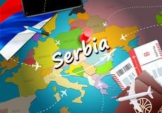 A Sérvia viaja fundo do mapa do conceito com planos, bilhetes A Sérvia da visita conceito do destino viaja e da turismo Bandeira  ilustração do vetor
