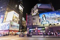 Sétima avenida na noite em New York City, EUA fotos de stock royalty free