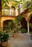 Séville, Andalousie, Espagne Cour intérieure de maison traditionnelle Photographie stock libre de droits