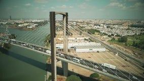 Séville, Espagne - 28 septembre 2018 Hyperlapse aérien de pont centennal câble-resté clips vidéos