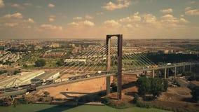 Séville, Espagne - 28 septembre 2018 Vue aérienne de pont centennal câble-resté clips vidéos