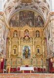 Séville - l'autel principal du del baroque Maria Auxiliadora de basilique d'église Photographie stock libre de droits