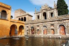 Séville, la fontaine principale de l'Alcazar réel photographie stock