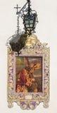 Séville - le Christ carrelé avec la croix par l'artiste Enrique Orce Marmol sur l'église Iglesia San Roque photographie stock