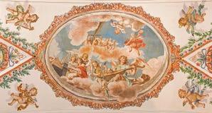 Séville - le fresque des anges avec les instruments de musique sur le plafond dans l'église Hospital de los Venerables Sacerdotes Image stock