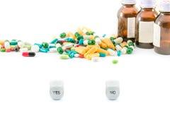 Sì o nessun concetto della medicina immagine stock libera da diritti
