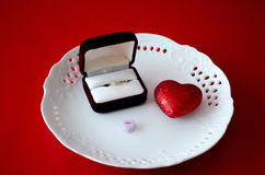 Sí al concepto del anillo, de la boda y del amor Imagenes de archivo