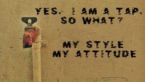 Sí un GOLPECITO ¿Tan qué? Mi estilo mi actitud imagen de archivo libre de regalías