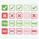 Sí y ningunos iconos cuadrados en los estilos de la silueta y del esquema fijados Fotografía de archivo libre de regalías