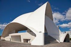 Símbolo arquitetónico de Auditorio da cidade Santa Cruz de Tenerife. Foto de Stock