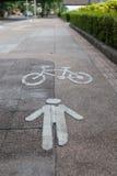 Símbolo da bicicleta e da pista de passeio no passeio Fotos de Stock Royalty Free