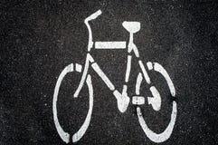 Símbolo da bicicleta na estrada Imagens de Stock