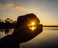 Símbolo da mão contra a luz solar Fotografia de Stock Royalty Free