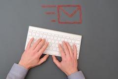 Símbolo da mesa e do email de escritório Fotografia de Stock