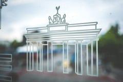 Símbolo da porta de Brandenburger Tor Brandenburg no vento do metro Fotografia de Stock Royalty Free