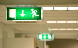 Símbolo da saída de emergência Fotos de Stock Royalty Free