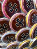 Símbolo da suástica como um elemento de uma decoração do templo budista foto de stock royalty free