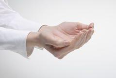 Símbolo da sustentação da exibição da mão da mulher Imagem de Stock Royalty Free
