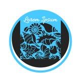 Símbolo das silhuetas das conchas do mar no círculo Mundo submarino Vetor Imagens de Stock Royalty Free