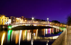 Símbolo de Dublin - a ponte do halfpenny Fotografia de Stock Royalty Free