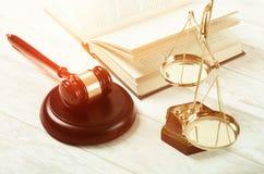 Símbolo de justiça do martelo da lei Fotografia de Stock