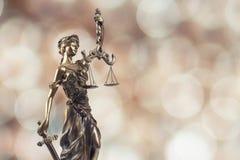 Símbolo de justiça no fundo de Bokeh Imagens de Stock
