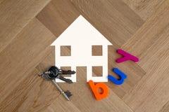 Símbolo de la casa de la compra con llaves imágenes de archivo libres de regalías