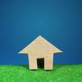 Símbolo de la casa por el arte del corte del papel. Fotos de archivo libres de regalías
