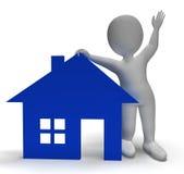 Símbolo de la casa y carácter 3d que muestran Real Estate Foto de archivo