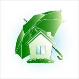Símbolo de la ecología, la casa debajo de un paraguas verde Imágenes de archivo libres de regalías