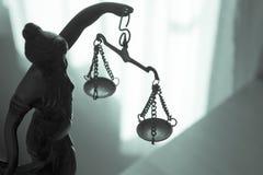 Símbolo de la estatua del metal de la justicia Themis Imágenes de archivo libres de regalías