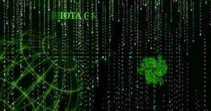 Símbolo de la iota que brilla intensamente MIOTA contra los símbolos descendentes del código binario almacen de metraje de vídeo