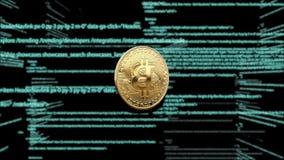 Símbolo de la moneda virtual en el fondo del código de ordenador animación 3D Bitcoin giratorio en un fondo verde stock de ilustración
