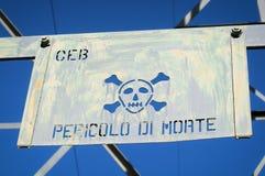 cráneo y bandera pirata Fotos de archivo