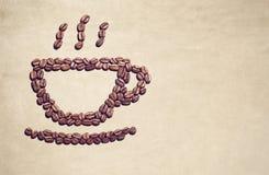 Símbolo de la taza de café hecho fuera de los granos de café Fotos de archivo libres de regalías
