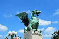 Símbolo de las estatuas del dragón de la ciudad de Ljubljana Foto de archivo libre de regalías